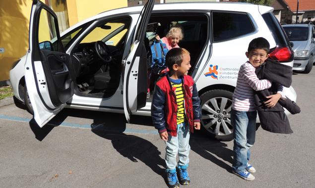 Es werden dringend Freiwillige gesucht, die bereit sind, an einem Tag pro Woche Kinder für das Betreuungszentrum zu transportieren. Foto: OK-Zentrum