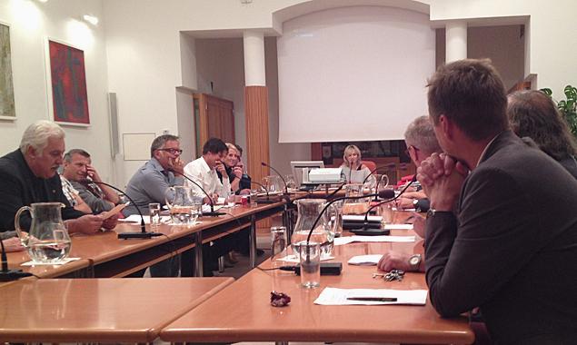 Der Gemeinderat stimmt der Auftragsvergabe an die Firma ICC einstimmig zu.