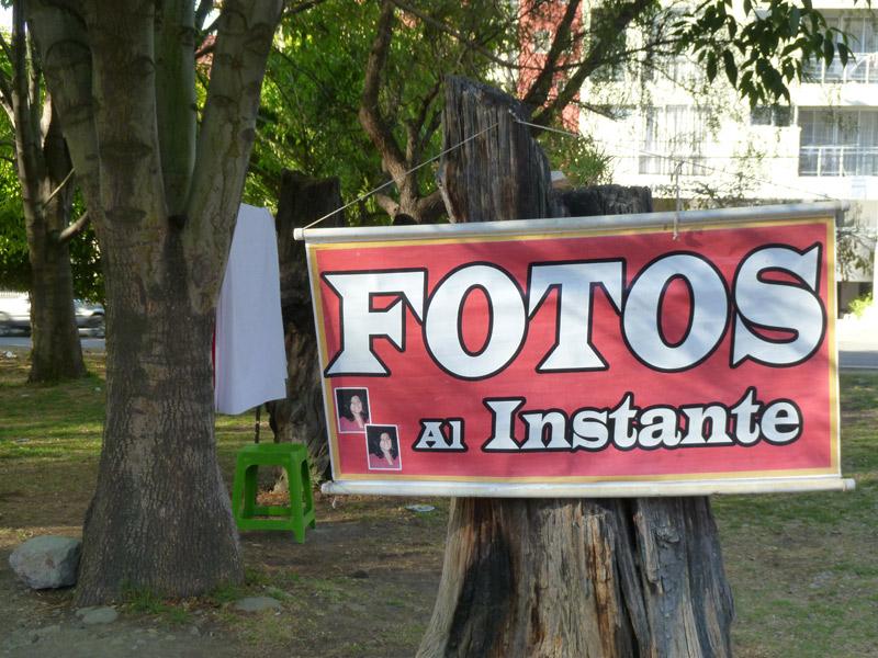 Ein improvisiertes Fotostudio in einem Park in Cochabamba.