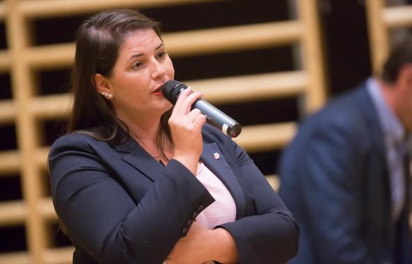 Bezirkshauptfrau Olga Reisner beantwortete Fragen zu den politischen und sozialen Gegebenheiten.
