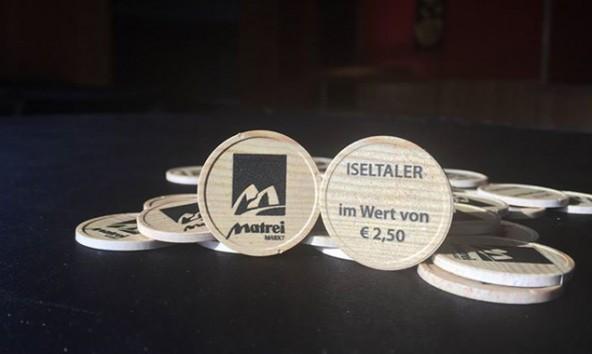 """Die Mottinger Wirte warten nicht nur mit vielen kulinarischen Genüssen auf, sondern haben auch gleich ihre eigene Währung eingeführt, den """"Iseltaler"""". Foto: Facebook/Matrei Markt"""
