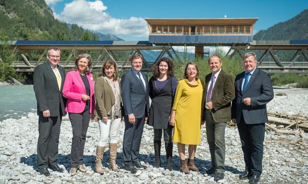 Die Tiroler Landesregierung in den Lechauen. Foto: Land Tirol/Berger