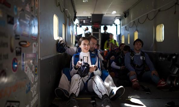 """""""Die Anspannung im Flugzeug, wenn es immer höher steigt, das ist schon zäh..."""". Mari Bundschuh auf dem Weg nach oben. Fotos: Marco Leiter"""