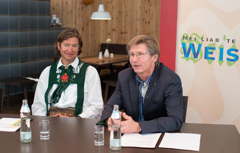 Bgm. Klaus Unterweger (re.) und Vizebgm. Martin Gratz freuen sich über die Tourismuswerbung, die durch die Sendung erwartet wird. Gratz wird gegen Ende der Sednung auch in seiner Funktion als Kapellmeister auftreten.