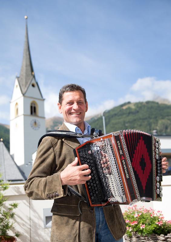 Franz Posch spielt schon die ersten Weisen an. In seiner Freizeit widmet er sich übrigens auch gerne dem Dixieland.
