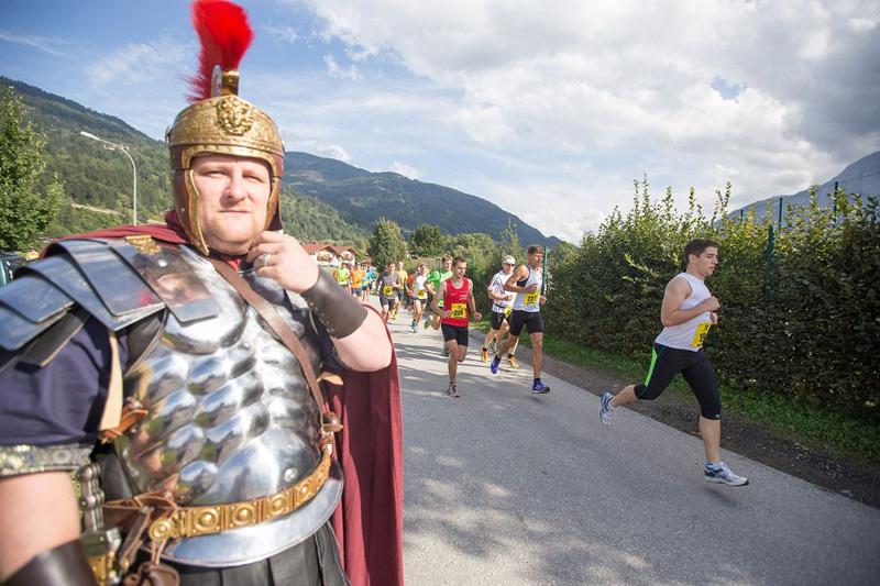 Auch der eine oder andere Römer schaute den Läufern zu.