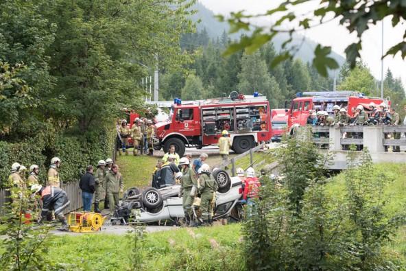 Nach der Bergung wurden die Fahrzeuginsassen ins Bezirkskrankenhaus Lienz gebracht.