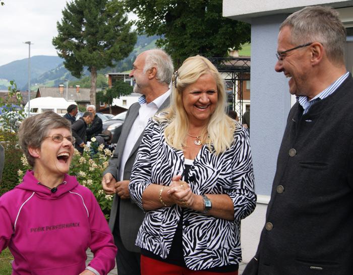 Werkstättensprecherin Romana Bodner kennt die lustigsten Geschichten aus 15 Jahren Lebenshilfe, v.l.: Romana Bodner, Inge Hanser (Vereinsobfrau Lebenshilfe Osttirol), Wilfrid Pleger (Vereinsgeschäftsführer Lebenshilfe Tirol)