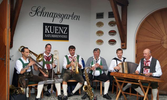 Die Äpfel und die Festgäste wurden von der Dölsacher Tanzmusik durch den Tag begleitet.