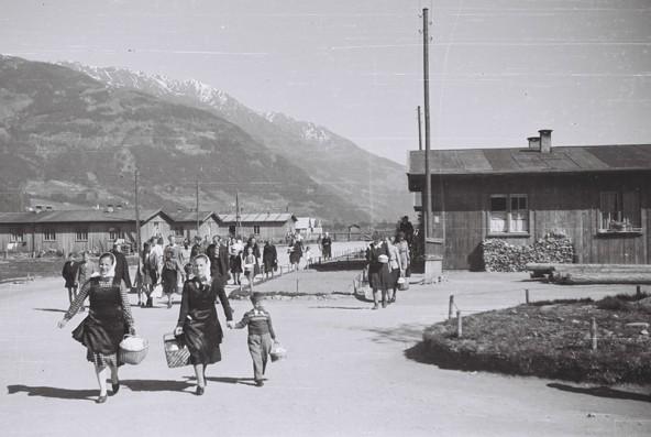 1946 bevölkerten nach dem Abzug der Kosaken 2600 slowenische Flüchtlinge das Barackenlager in der Peggetz.