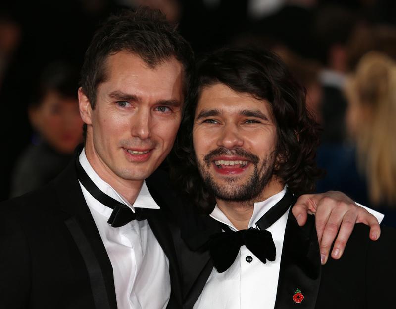 Den genialen Erfinder Q. spielt Ben Whishaw, hier mit seinem Zwillingsbruder James.