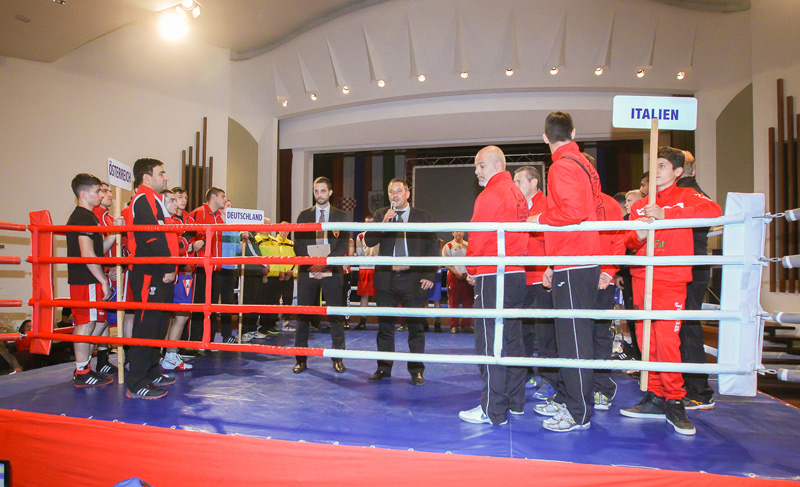 Obmann Robert Moser und Peter Knetsch, Präsident des Landesverbandes Tirol begrüßen die Sportler und eröffnen das Turnier.