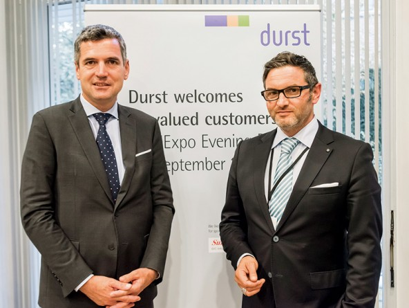 Europaparlamentarier Herbert Dorfmann (links) und Durst-CEO Christoph Gamper empfingen internationale Wirtschaftsgäste in Brüssel. Foto: Durst