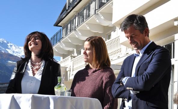 Stephan Tagger mit den beiden neuen auf der Liste, Michaela Steiner (Mitte) und Hildegard Goller.