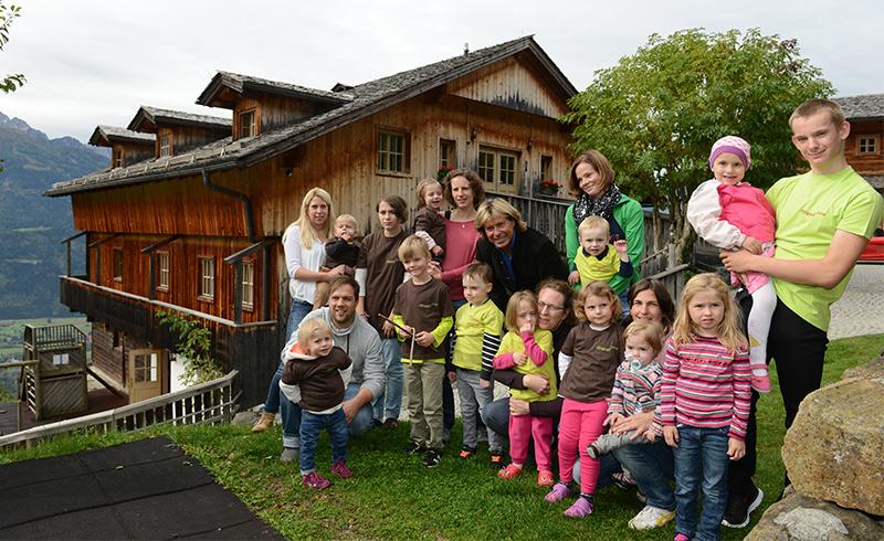 """Hansi Hinterseer besuchte das Rehabilitationszentrum Ederhof in Iselsberg Stronach: """"Wenn man sieht wie mutig die Kleinen sind, relativiert sich Vieles."""""""