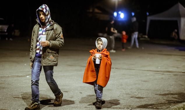 Viele Flüchtlinge besitzen nur noch das, was sie am eigenen Leib tragen, wenn sie nach Österreich kommen, und sind deshalb auf Hilfe angewiesen. Foto: EXPA/JFK