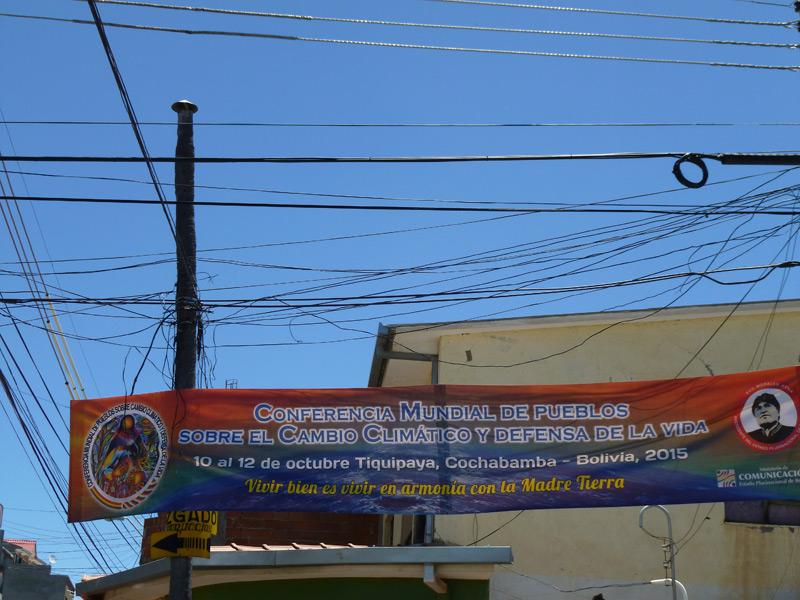 Werbung für den alternativen Klimagipfel in Bolivien. Fotos: Sarah Kollnig