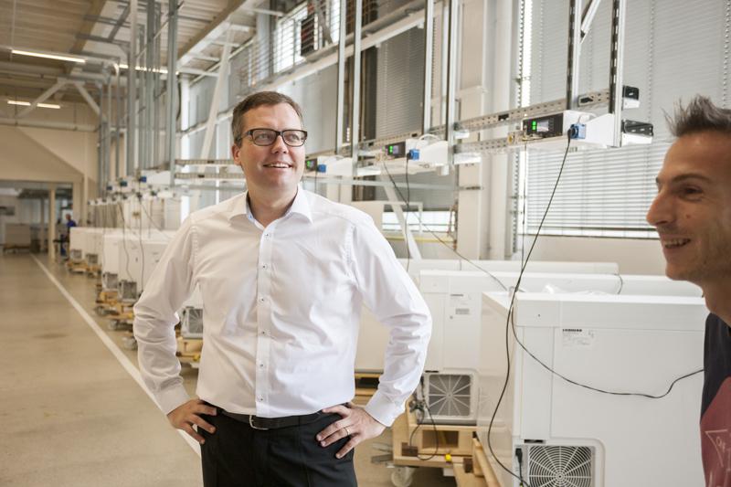 Holger König zeigt den Betrieb mit Begeisterung her und kann auf jedes Detail der Produktion erklären.