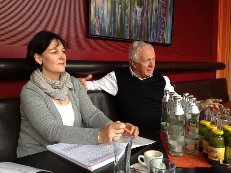Fritz Dinkhauser zeigte sich selbstkritisch und begeistert. Andrea Haselwanter-Schneider stellte den neuen Sozialantrag der Liste vor.