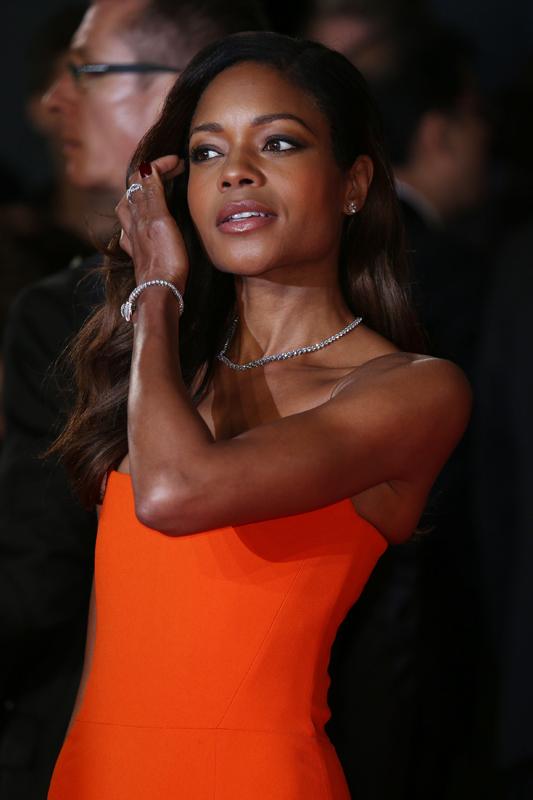 Miss Moneypenny wird wieder von Naomi Harris dargestellt.