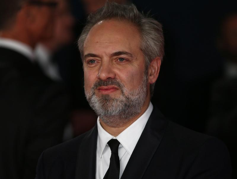 Bond-Regisseur Sam Mendes hält sich meist im Hintergrund.