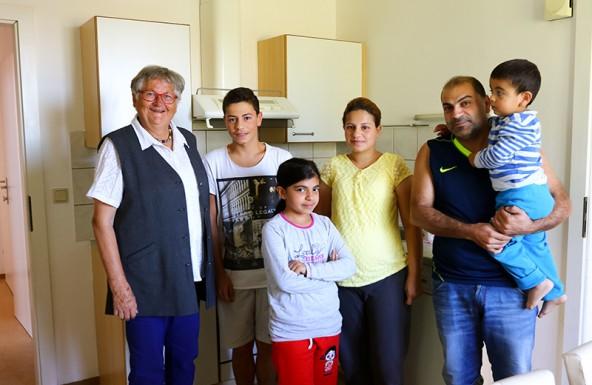 Maria Oberhauser (links) ist gebürtige Lienzerin und seit Jahrzehnten in Schwechat in der Flüchtlingsbetreuung tätig. Sie hilft bei der Koordination der Aktion. Foto: Expa
