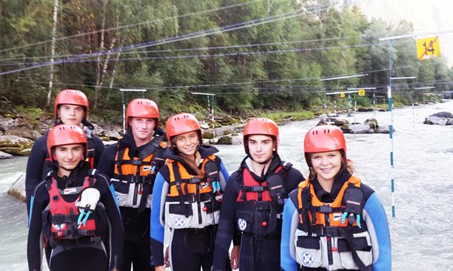 Dank der finanziellen Unterstützung der Gemeinde Amlach konnten neue Neoprens und Helme für das Wildwassertraining der ÖWR-Jugendgruppe angekauft werden.