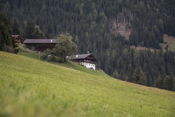 Der Trogerhof ist einer der besonders schönen Höfe Osttirols. Leicht war das Leben im steilen und abgelegenen Gelände nicht immer.