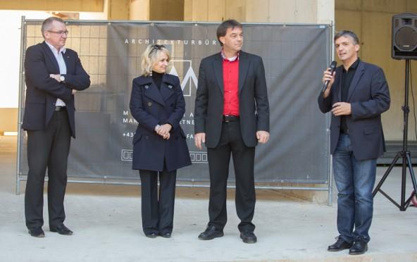 v.l.: LR. Johannes Tratter, Bgm. Elisabeth Blanik, Bgm. Andreas Pfurner und Verwalter Franz Webhofer berichteten über die Baufortschritte.
