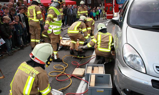 Die Feuerwehr zeigte fachgerechtes Handeln im Krisenfall. Fotos: Markus Tönig