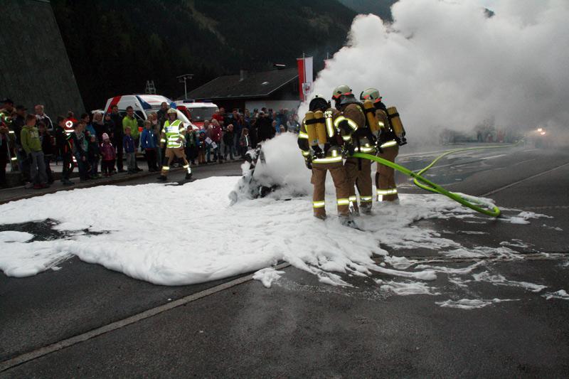 Feuer, Rauch und viel Löschschaum gab es natürlich auch zu bewundern.