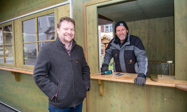 Schindel & Holz-Geschäftsführer Rene Ladstätter mit einem seiner Fachmitarbeiter. Fotos: Stadt Lienz
