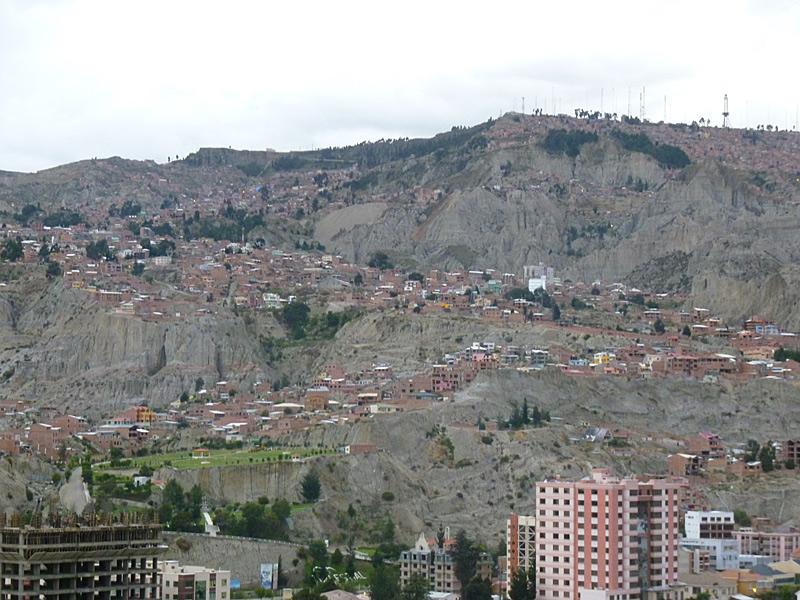 Wie viele Städte in der Region wurden die Häuser den Hang empor gebaut.
