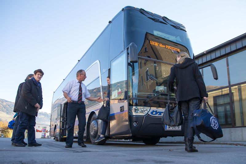 Post AG und Ötztaler Verkehrsgesellschaft betreiben derzeit den Doppelstock-Verkehr zwischen Lienz und Innsbruck. Hier im Bild RegioExpress Innsbruck – Lienz am Lienzer Bahnhof. Foto: EXPA/Johann Groder