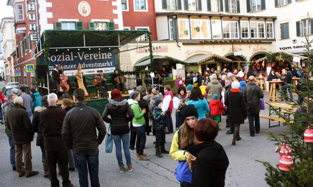 Musik, kleine Geschenktipps und viel Kulinarisches erwartet die Gäste des Adventmarktes der sozial tätigen Vereine. Foto: Stadt Lienz