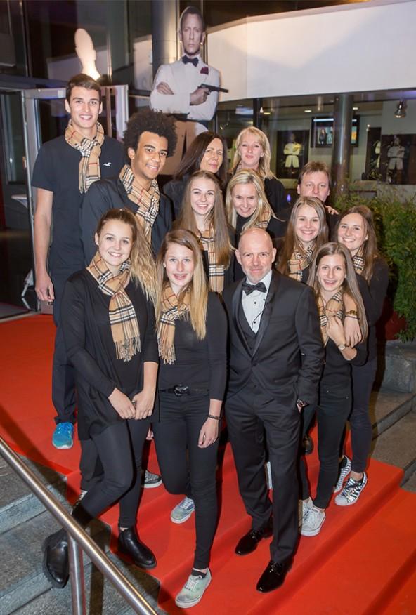 Nach einem tollen Premieren-Event nahm die CineX-Crew noch einmal Aufstellung zum Schnappschuss mit Bond-Stimme Dietmar Wunder.