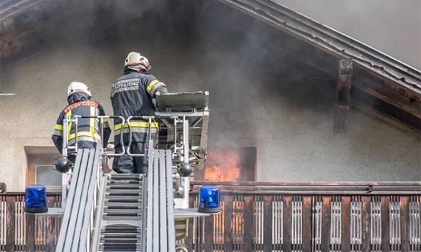Dramatisch verlief die Rettung eines Oberlienzers aus dem brennenden Wohnhaus.
