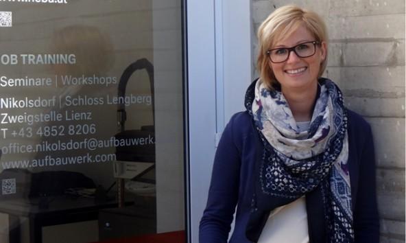 Gerda Aßmayr ist eine der beiden Coaches für die Jugendlichen. Foto: Aufbauwerk