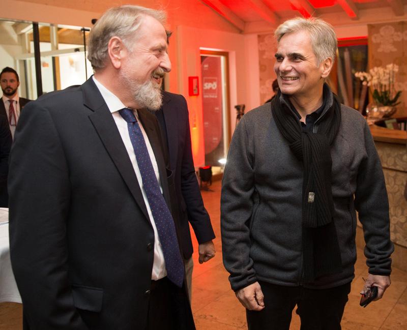 BK Werner Faymann (rechts) lächelt zwar in Freizeitkleidung, doch ebenso wie SP-Bundesgeschäftsführer Gerhard Schmid (links) weiß er, dass es in den nächsten Tagen um ernste Themen gehen wird. Fotos: EXPA/Johann Groder