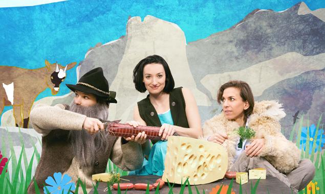 Drei Schaupielerinnen spielen alle Rollen in diesem Kindertheaterstück. Foto: Chris Rogl