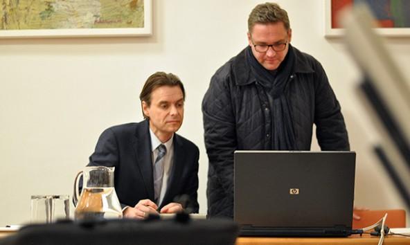 Verkehrsplaner Michael Hochkofler (links) und Stadtbaumeister Seirer bereiten sich auf die Präsentation im Lienzer Gemeinderat vor. Foto: Dolomitenstadt/Pirkner
