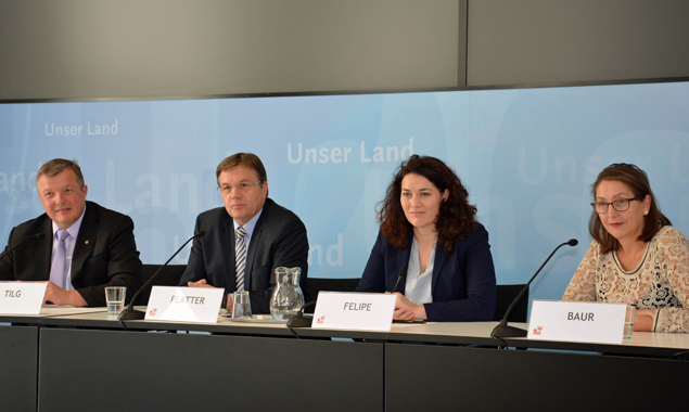 Die Landesregierung stimmte für den Antrag von Wissenschaftslandesrat Tilg (l.) und LH Platter (2.v.l.). Foto: Land Tirol/Sax
