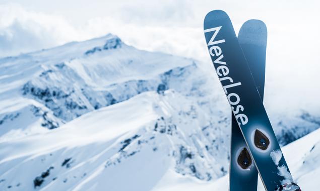 """Es nervt, dachten sich die begeisterten Freeskier Christian Strassl und Stefan Sinnegger, """"wenn einem die Ski verloren gehen."""" Also taten sie etwas dagegen. Fotos: PowUnity"""