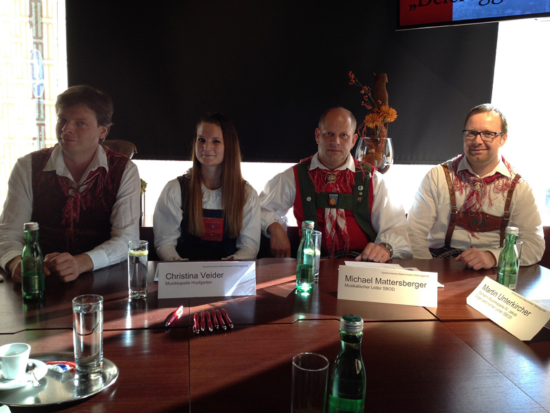 Sie stellten das Programm der diesjährigen SBOD-Konzerte vor: Philipp Großlercher (Kapellmeister der MK St. Veit), Christina Veider (MK Hopfgarten), Michael Mattersberger (Kapellmeister der MK Oberlienz) und Martin Unterkircher (Obmann der MK St. Jakob).