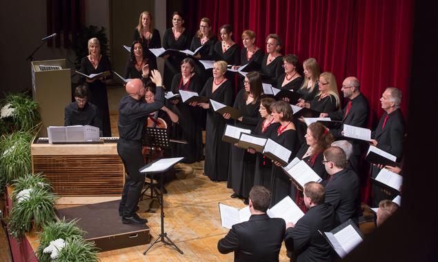 Der Kammerchor vokalissimo präsentierte zum Jubiläum ein anspruchsvolles sowie publikumswirksames Programm. Fotos: Brunner Images