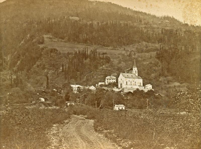 Dölsach mit der Pfarrkirche St. Martin, im späten 19. Jahrhundert (Fotograf: Unbekannt; Sammlung Stadtgemeinde Lienz, Archiv Museum Schloss Bruck – TAP)