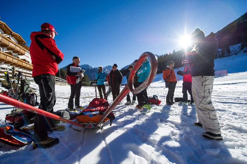 Beim Safety Camp werden Tipps und Tricks für den Notfall geübt. Foto: Gru/EXPA