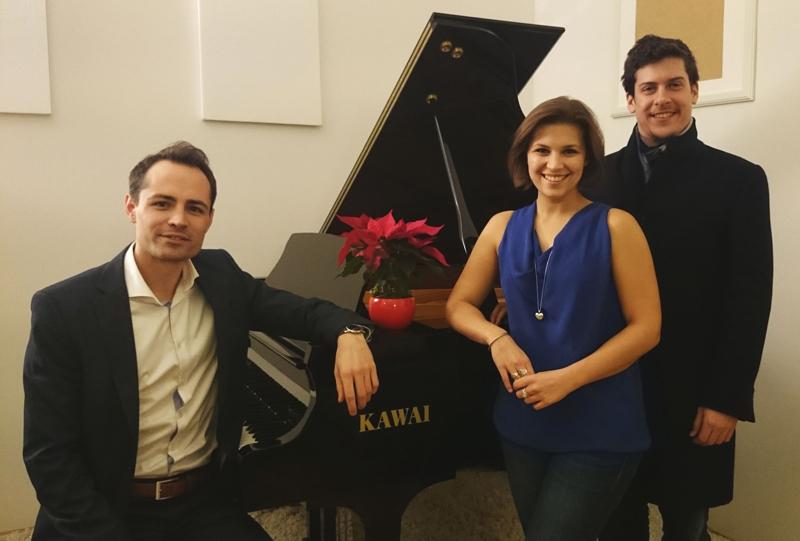 Bariton Bryan Davis Benner, die Sopranistin Theresa Dittmar und Dirigent Gerald Mair (links).