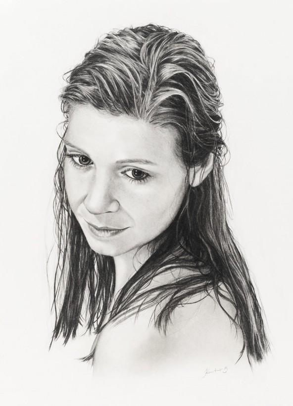 "Elisabeth Kuntner, ""Junge Frau mit nassen Haaren"", Kohlestift auf Karton, 70 cm x 50 cm. Fotot: Martin Lugger"