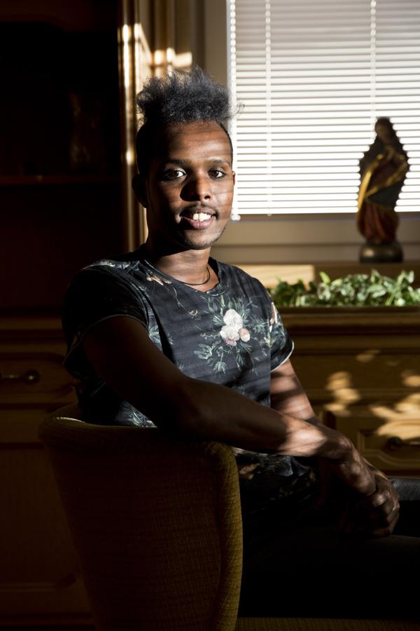 Khalid bringt mit seiner Fröhlichkeit Stimmugn ins Haus.